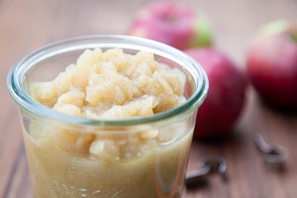 homemade vanilla-bourbon applesauce / a thousand threads