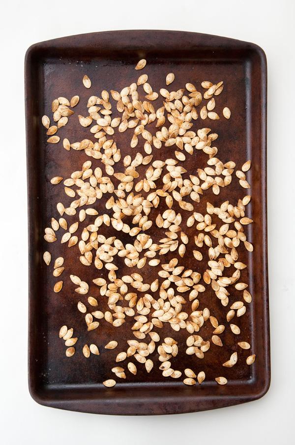 how to toast pumpkin seeds / a thousand threads #recipes #pumpkin