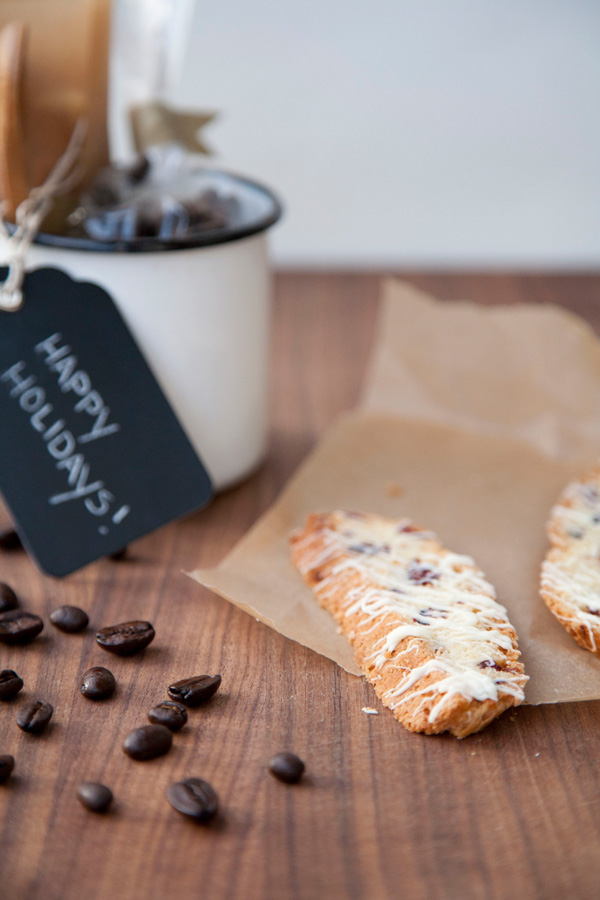 white chocolate cranberry biscotti / a thousand threads