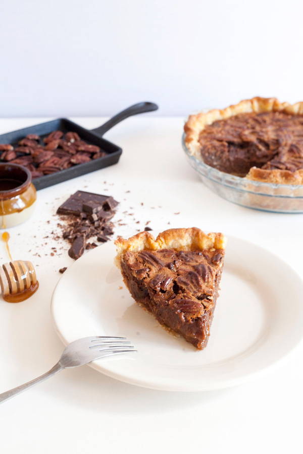 malted chocolate pecan pie / a thousand threads