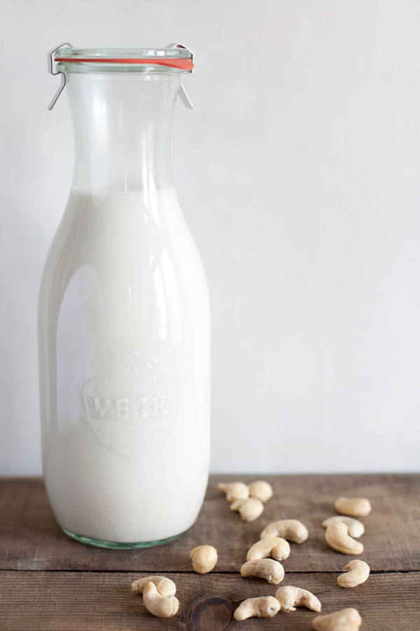 homemade cashew milk / a thousand threads