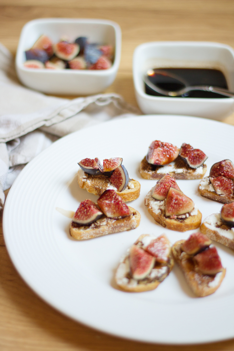 balsamic fig & goat cheese crostini // lovely indeed for a thousand threads