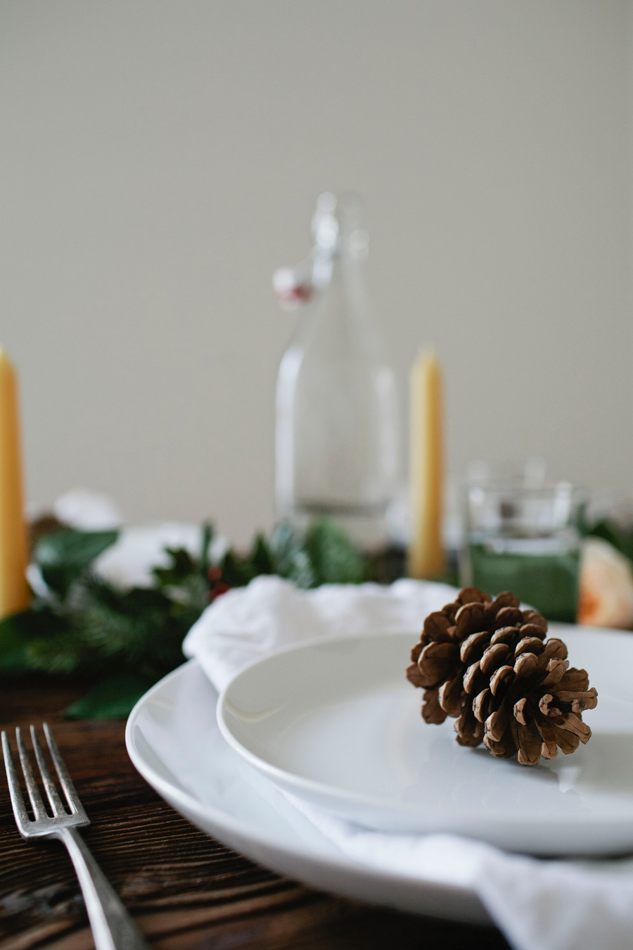 a simple holiday table // a thousand threads