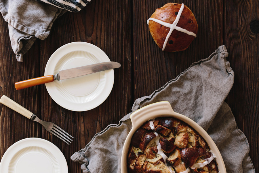 hot cross bun bread pudding // a thousand threads