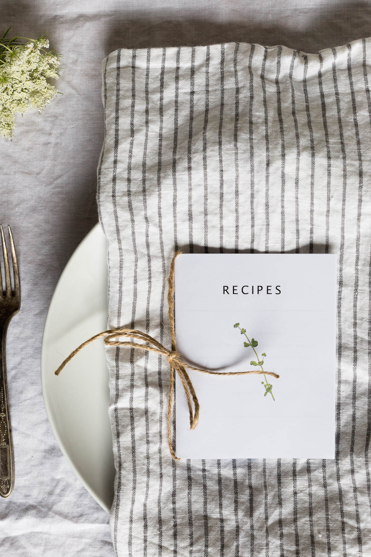 printable recipe book // a thousand threads